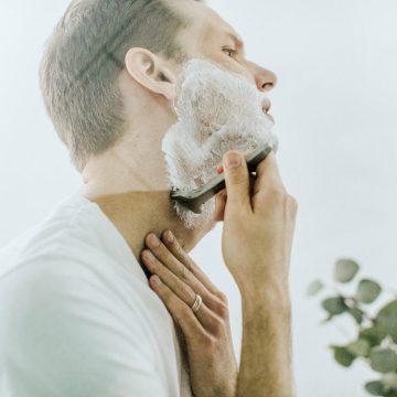 Skaleczenie przy goleniu?
